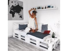 Black + Grey + White + Pallet Daybed: Pallet bed/couch for studio? - Black + Grey + White + Pallet Daybed: Pallet bed/couch for studio? Black + Grey + White + Pallet Daybed: Pallet bed/couch for studio? Pallet Daybed, Pallet Furniture, Pallet Couch, Furniture Ideas, Sofa Ideas, Daybed Ideas, Diy Daybed, Diy Pallet Bed, Pallet Patio