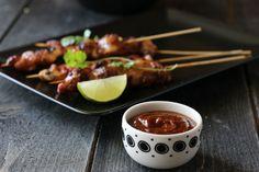 Kylling satay med peanøttsaus og mangosalat Tapas, Recipies, Beef, Dinner, Food, Recipes, Meat, Dining, Food Dinners
