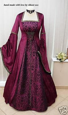 Gorgeous medieval gown. I totally want to own this just so I can wear it every day all the time...