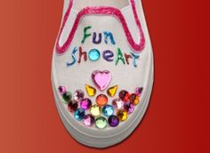 decorated shoes Decorating Shoes, Craft Projects, Craft Ideas, Party Package, Gym, Spaces, Sneakers, Pretty, Kids