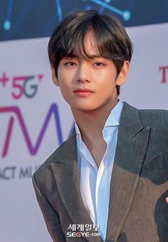 Kim Taehyung seorang CEO muda dari salah satu perusahaan game terkemu… #fiksipenggemar # Fiksi Penggemar # amreading # books # wattpad Magazine Cosmopolitan, Instyle Magazine, Taehyung Fanart, Kim Taehyung, V Bts Wallpaper, Peinados Pin Up, Bts Aesthetic Pictures, Guy, Bts Chibi
