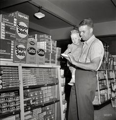 """Shorpy Historical Photo Archive :: May """"Greenbelt, Maryland. Father and son shopping in the cooperative store."""" Next, kid, I'll teach ya to shop for tobacco products. Photo by Marjory Collins for the Resettlement Administration. Vintage Photographs, Vintage Photos, Shorpy Historical Photos, Old Country Stores, Great Depression, Vintage Interiors, Vintage Country, Father And Son, Photo Archive"""