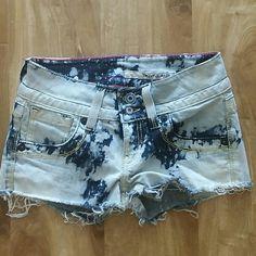 Dkny acid wash shorts jeans 27 Acid wash dkny shorts. Size 27. Light and dark blues DKNY Jeans