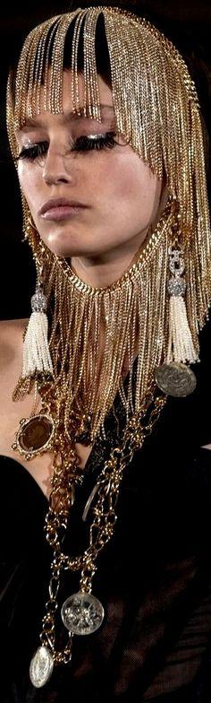 Metal Fashion, Black Gold, Costumes, Jewels, Money Matters, Exotic, Metallic Fashion, Dress Up Clothes, Jewerly