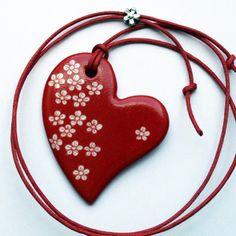 Pendentif coeur rouge porcelaine et petites fleurs