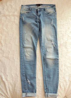 Kup mój przedmiot na #vintedpl http://www.vinted.pl/damska-odziez/rurki/9271110-spodnie-jeansowe-z-przetarciami-cropp