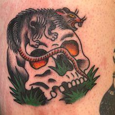 Traditional Tattoo, Tattoo Ideas, Skull, Tattoos, Tattoo Traditional, Tatuajes, Tattoo, Tattoo Old School, Traditional Tattoos