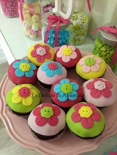 Le Delizie di Amerilde.  Flower & color  Cupcakes . www.ledeliziediamerilde.it
