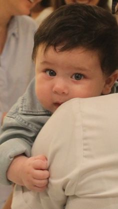 My cute boy ❤❤❤❤ awesome😄😄😄 Kareena Kapoor Baby Pics, Kareena Kapoor Khan, Cute Celebrities, Bollywood Celebrities, Celebs, Cute Baby Pictures, Baby Photos, Beautiful Pictures, Taimur Ali Khan Pataudi