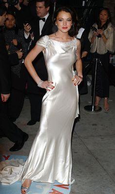 Lindsay Lohan in 2006 Vanity Fair Oscar Party - Zimbio White Satin Dress, Satin Dresses, 15 Dresses, Elegant Dresses, Pretty Dresses, Beautiful Dresses, Chemise Dress, Silk Dress, Leather Dresses
