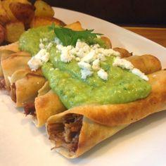 Real Mexican Food, Mexican Food Recipes, Ethnic Recipes, Tostadas, Tacos, Bone App The Teeth, Mexican Enchiladas, Bbq Sandwich, Flautas