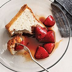 Balsamic Strawberries over Angel Food Cake offer a touch of sophistication to a fast and simple dessert. Use good aged vinegar for the best flavor. Healthy Treats, Healthy Desserts, Just Desserts, Delicious Desserts, Yummy Treats, Light Desserts, Quick Dessert Recipes, Cake Recipes, Quick Recipes