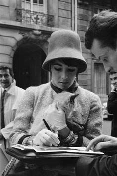 Liz Taylor with her kitty - a REAL movie star!  Got time for her fans and an autograph!
