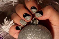 Nail art Natale, bicolor nero e glitter argento