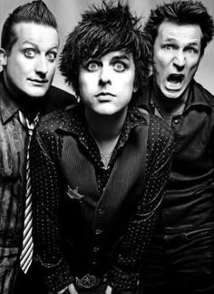 left to right: tre cool, billie joe armstrong, mike dirnt