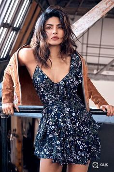 Priyanka Chopra looks ready for her closeup on the May 2018 cover of ELLE Canada. Photographed by Nino Muñoz, the 'Quantico' star wears a Fendi top and dress… Priyanka Chopra Dress, Priyanka Chopra Images, Actress Priyanka Chopra, Bollywood Actress, Quantico Priyanka Chopra, Priyanka Chopra Wallpaper, Indian Bollywood, Bollywood Stars, Bollywood Girls