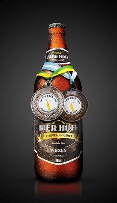 Cerveja Bier Hoff Weizen, estilo German Weizen, produzida por Bier Hoff Micro Cervejaria, Brasil. 4.8% ABV de álcool.