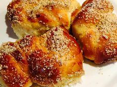 Reteta culinara Mucenici moldovenesti insiropati din categoria Dulciuri. Cum sa faci Mucenici moldovenesti insiropati French Toast, Breakfast, Morning Coffee
