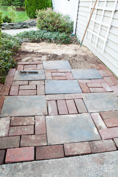 Simple Paver Stone Walkway - How to make a brick walkway - Brick Pathway, Paver Walkway, Stone Walkway, Outdoor Walkway, Walkways, Paver Stones, Casa Patio, Brick Patios, Brick Paver Patio