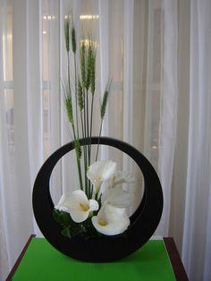 Wheat And Calla By Ligia Miranda Contemporary Flower Arrangements, Tropical Floral Arrangements, Creative Flower Arrangements, Unique Flower Arrangements, Unique Flowers, Beautiful Flowers, Exotic Flowers, Purple Flowers, Ikebana Arrangements