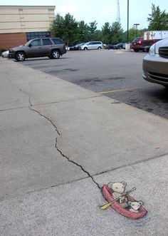 See how David Zinn uses the cracks in his favor.
