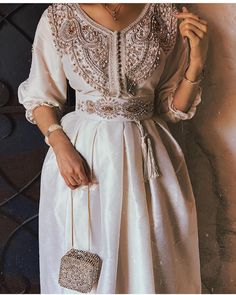 Caftan – 2020 Fashions Womens and Man's Trends 2020 Jewelry trends Arab Fashion, Look Fashion, Sporty Fashion, Muslim Fashion, Fashion Women, Winter Fashion, Modesty Fashion, Fashion Dresses, Fashion Belts