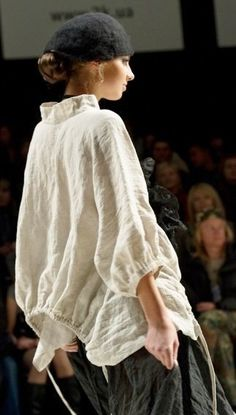 Back hem drawstring Mode Chic, Mode Style, Style Me, Fashion Details, Fashion Design, White Shirts, Linen Dresses, Beautiful Outfits, Street Style