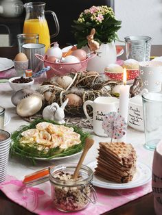 Osterbrunch: Rezept für Lachsröllchen und tolle Dekoideen für das Osterfrühstück mit Gewinnspiel.