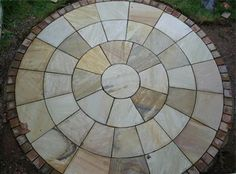 Indian sandstone circle feature from Cambridge paving and patios - Modern Circular Garden Design, Circular Patio, Small Backyard Design, Backyard Plan, Patio Design, Garden Tiles, Garden Paving, Garden Art, Hard Landscaping Ideas