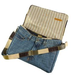 messenger bag made from recycled jeans - I really like the way the front pockets are used as bag pockets! by sheri Do It Yourself Jeans, Jeans Recycling, Sewing Jeans, Denim Ideas, Denim Crafts, Recycled Denim, Denim Bag, Bag Making, Purses And Bags