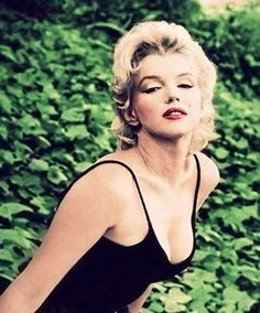 Gorgeous Marilyn.