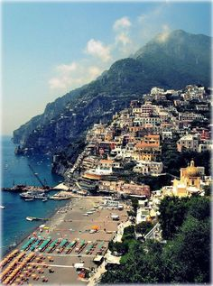 In Positano you will see beaches, piazzas and harbors, each boasting a unique display of breathtaking views - trip from Naples to Amalfi coast
