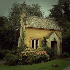 tiny cottage (denimandchocolate)