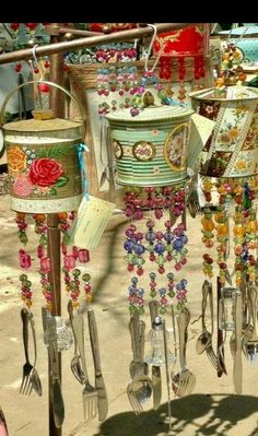 Salvaged tin cans for beautiful wind chimes - Diyprojectgardens.club - Salvaged tin cans for beautiful wind chimes - Salvaged tin cans for beautiful wind chimes - Diyprojectgardens.club - Salvaged tin cans for beautiful wind chimes - Tin Can Crafts, Crafts To Make, Fun Crafts, Arts And Crafts, Crafts With Tin Cans, Carillons Diy, Tin Can Art, Diy Wind Chimes, Recycled Crafts