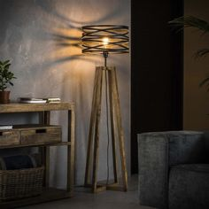 This Watson floor lamp has a hood in the form of a spiral with a diameter of 41 centimeters. The Watson floor lamp is provided with a wooden base. The combination of the wooden base with the hood makes this an industrial lamp. Diy Floor Lamp, Unique Floor Lamps, Industrial Floor Lamps, Industrial Ceiling Lights, Apartment Lighting, Home Lighting, Led Lampe, Affordable Furniture, Home Decor Furniture