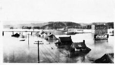 Market street bridge during the flood of 1917 During this time the market street bridge was near the end of its construction. — in Chattanooga, Tennessee.