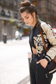 Ideas For Womens Fashion Street Style Bomber Jackets Look Fashion, Winter Fashion, Womens Fashion, Fashion Trends, 2000s Fashion, Urban Fashion, Mode Lookbook, Bowling Outfit, Floral Bomber Jacket