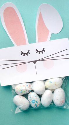 Free Printable Bunny Bag Toppers ~ These toppers are SUPER easy to make.