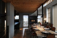 ski chalet in France with Kreon lighting Mountain Modern, Mountain Homes, Rustic Feel, Modern Rustic, Mountain Home Interiors, Ski Chalet, Dining Room Inspiration, Architecture Design, House Design