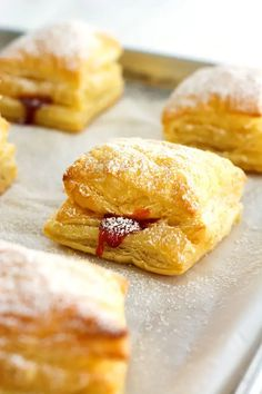 -Guava pastelitos (guava pastry) made with puff pastry and guava paste. These Pue… Guava pastelitos (guava pastry) made with puff pastry and guava paste. These Puerto Rican sweet guava puffs look so fancy but are so easy! Puerto Rican Dessert Recipe, Puerto Rican Recipes, Puerto Rican Pasteles, Guava Recipes, Cuban Recipes, Köstliche Desserts, Dessert Recipes, Cuban Desserts, Guava Desserts