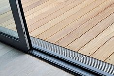 facade gutter gutter surface drainage design-rusting line drainage gutter passable wheelchair accessible barrier-free accessible non-slip Source by marina_dyck Balcony Design, Garden Design, House Design, Design Design, Design Ideas, Surface Drainage, Terrasse Design, Balcony Flooring, Balcony Doors