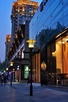 Xintiandi is an elegant and upscale Shanghai neighborhood with restaurants, bars, clubs and shops. The local Starbucks seems crowded any time of the day and is particularly popular with young business men and women after work.
