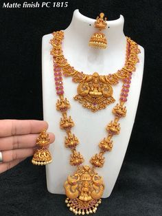 How to order this product Gold Temple Jewellery, Silver Jewellery Indian, Indian Wedding Jewelry, Gold Jewellery Design, Wedding Jewelry Sets, Gold Jewelry, Bridal Jewellery, Gold Earrings, Bellisima