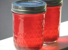 Candy Apple Jelly from Food.com: Pretty pink apple and cinnamon jelly for a spicier slice of toast or muffin. Candy Apple Red, Pink Apple, Candy Apples, Hot Jelly Recipe, Jelly Recipes, Candy Recipes, Easy Canning, Canning Recipes, Cinnamon Candy