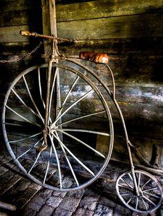 Höghjuling med träekrar o träfälg