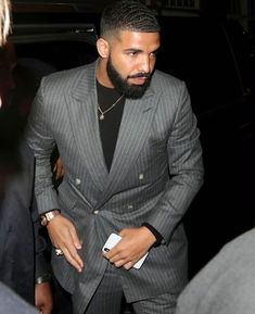 Hello, Elegants In This Video We Will Look At The Top 5 Most Elegant singers In The World. This video brings you the best stylish singers in the world. Fine Black Men, Fine Men, Drake Fashion, Mens Fashion, Drake Clothing, Drake Photos, Drake Wallpapers, Drake Drizzy, Drake Ovo