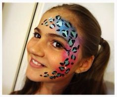 Cute and girly leopard face paint design by Maddison Ashley / @Maddysmojo (Instagram)