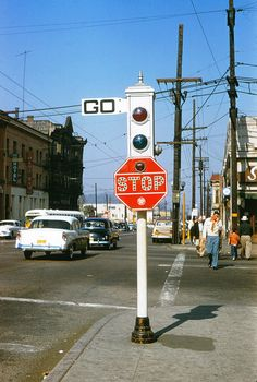 An Acme traffic signal at the corner of Sunset and Spring in Los Angeles (March 18, 1956)