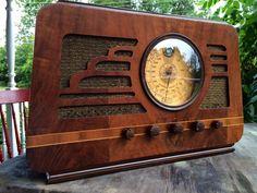 Super cool, art deco Silvertone 4565 table radio, restored