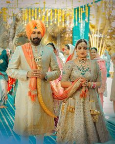 Tips and Tricks For Brides and Grooms To Coordinate Wedding Outfits -Tips and Tricks For Brides and Grooms To Coordinate Wedding Outfits -. Sikh Wedding Dress, Wedding Suits For Bride, Punjabi Wedding Suit, Punjabi Wedding Couple, Couple Wedding Dress, Indian Wedding Couple Photography, Punjabi Bride, Wedding Couples, Punjabi Couple